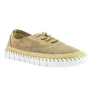 Crevo Women's Camellia Sneaker tan suede size 10